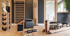Inspiration Espace Home Fitness avec le WaterRower, la SlimBeam, le TriaTrainer, la swingTower et l'espalier WallBars. #homefitness #bois #épuré #design #home #salle de fitness