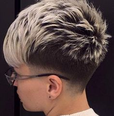 11 trendy short haircuts for a great start to the summer! Funky Short Hair, Super Short Hair, Short Grey Hair, Short Hair Cuts, Short Bangs, Short Pixie Haircuts, Short Hairstyles For Women, Hairstyle Short, Hairstyle Photos