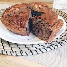 RECETA⬇️⬇️⬇️⬇️ INGREDIENTES: 1/4taza harina oat smash (marca@amixesp) sabor choco blanco (la encuentras en@pontemasfuerte) 1/4 taza harina avena brownie (marca Max Protein) (la encuentras en@pontemasfuerte) 1 huevo 120ml claras 1 cs comada de queso quark o% 1/2 sobre levadura Edulcorante Agua para diluir la masa Cerezas y nueces PROCEDIMIENTO