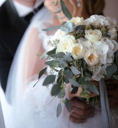 biało zielony bukiet ślubny, róża angielska , english roses wedding bouquet Sea Photo, Wedding Flowers, Table Decorations, Dinner Table Decorations, Center Pieces