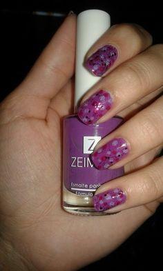 Uñas diferentes gamas de violeta .. Divinas!