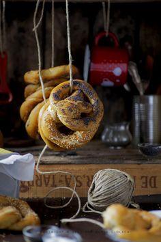 Bretzel i love it Bread Oven, Sourdough Recipes, Romanian Food, Soft Pretzels, Bread Board, Perfect Food, Caramel Apples, I Love Food, Food Photography