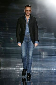 Tom Ford Rocks Double Denim at London Fashion Week Burberry Men, Gucci Men, Hermes Men, Versace Men, Double Denim Fashion, Smart Casual, Men Casual, Casual Outfits, Tom Ford Jeans
