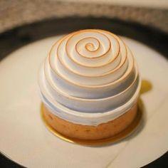 """5,450 mentions J'aime, 50 commentaires - Bradmacaron (@bradmacaron) sur Instagram: """"Tarte Citron meringuée en façon tourbillon du chef @jerome.quesnel  Photo by  @fullyfunny.fr…"""""""