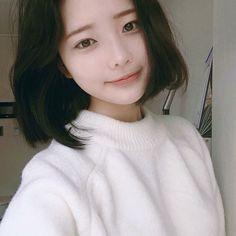Que fofaaa Ulzzang Korean Girl, Cute Korean Girl, Asian Girl, Korean Beauty, Asian Beauty, Hwa Min, Korean Short Hair, Uzzlang Girl, Pink Eyes