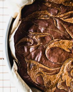 This tahini brownies recipe is absolutely amazing. So fudgy and rich, with swirls of tahini throughout the chocolate. Gluten-free, no special flours needed. Chocolate Brownies, Chocolate Cookies, Chocolate Desserts, Vegan Desserts, Fun Desserts, Dessert Recipes, Baking Recipes, Cocoa, Tahini Recipe