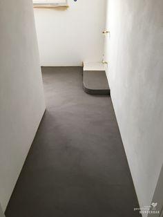 """Making-Of: Natürliche Grautöne - Boden fugenlos in """"Lehmgrau"""", Wände Silikatputz handgebürstet Kreuzschlag #gestaltung #boden #bodenbeschichtung #renovieren #sanieren #wasserdicht #lebewunderbar #zürich #resin #tiles #flooring #swissmade"""