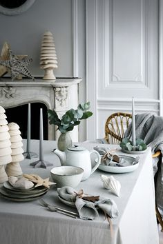Pretty Danish Christmas table inspiration from Broste Copenhagen. Danish Christmas, Nordic Christmas, Natural Christmas, Christmas Home, Minimalist Christmas, Modern Christmas, Christmas Colors, Christmas Recipes, Christmas Table Settings
