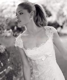 Trouwjurk met kap mouwtje en sleepje. Bruidsjurk Tiffany | ~Postorder hoek.Goedkope trouwjurken | Sweet Dreams Bruidsmode