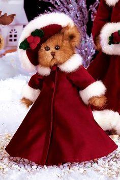 So beautiful! Winnie The Poo, My Little Nieces, Christmas Teddy Bear, Bear Card, Best Christmas Presents, Bear Pictures, Boyds Bears, Bear Wallpaper, Love Bear
