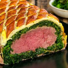 Food Discover Bife Wellington com espinafre e bacon Beef Steak Recipes, Baked Chicken Recipes, Meat Recipes, Dinner Recipes, Cooking Recipes, Healthy Recipes, Cooking Games, Wellington Food, Good Food