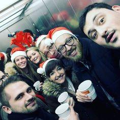 """""""Ja ist denn heut' schon Weihnachten?"""" Dem Wetter nach zu Urteilen ja❄️ Gruppenselfie mit dem Team an der Weihnachtsfeier #tbt #winter #cold #hohoho #weihnachtsfeier #goodlife #elevator #selfie #ALPHAJUMP #team #näwatschön #fun #happy #läuftbeiuns #officefun #work #instadaily #students #universität #studenten #studentliving #throwbackthursday #potd #ALPHAJUMP #Team"""