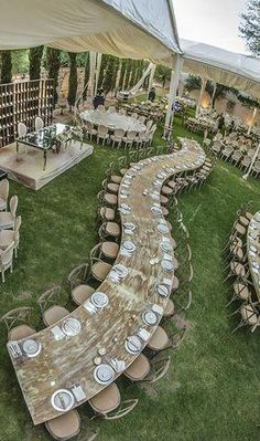 Creating Table Arrangements For Wedding Receptions – MyPerfectWedding Wedding Reception Layout, Wedding Seating, Wedding Reception Decorations, Wedding Receptions, Wedding Table, Home Wedding, Dream Wedding, Traditional Wedding Decor, Outdoor Wedding Photography