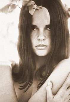 ali macgraw: the original bohemian it-girl- the beautiful brunette with the center-part, enviable tan and effortless style.