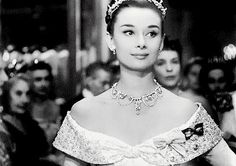 Audrey Hepburn everyone - 9GAG