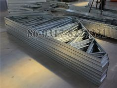 Steel foof construction Steel Wall, Framing Materials, Tree Branches, Art Pieces, Villa, Construction, Frame, House, Building