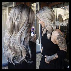 OMG- look what @colourjob_emmelie at @nooksthlm did to My hair this Morning!!!  bästabästa! Gå dit om ni behöver en fet förändring.  Tack emmelie ♠️ #olaplex #ashblonde #silverhair #nooksthlm #colorjobemmelie #systrarnamilessonefina!