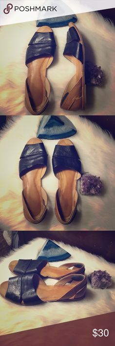 Franco Sarto leather flats Closet staple adorable soft leather flats! Great condition! Pair with jeans, shorts, dresses. Franco Sarto Shoes Flats & Loafers