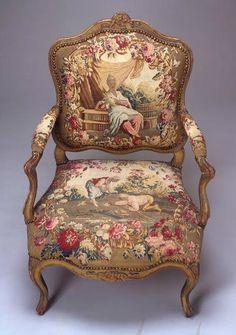 Sillón Luis XV, de nogal dorados y tapicería de Beauvais de seda alrededor de 1740.