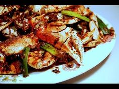 Crabs with Ginger in Black Beans Sauce: Authentic Chinese / Cantonese Cooking. Crab Recipes, Wine Recipes, Asian Recipes, Chinese Recipes, Real Chinese Food, Crab Dishes, Cooking Tips, Cooking Videos, Black Beans