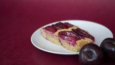 Blechkuchen - mit gemahlenen Mandeln und leckeren Pflaumen ✿ Einfach und schnell hergestellt, ohne Mehl und weißen Zucker!
