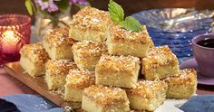 Saftiga vaniljrutor med tosca i långpanna No Bake Desserts, Dessert Recipes, Blondie Brownies, Yummy Treats, Deserts, Food And Drink, Cooking Recipes, Tasty, Sweets