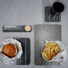 Will you go to the #restaurant this #weekend? We chose to eat #burger on our #kaluri!  #proposeparis #tiles #lavastone #glazed #handmade #madeinitaly #tailormade #artisanal #food #interior #picoftheday #furniture #furnituredesign #home #decoration  #tileaddiction #burgerfermier