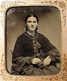 ANTIQUE-AMERICAN-VICTORIAN-CROCHET-HISTORY-SHAWL-KNITTING-OLD-RARE-TINTYPE-PHOTO