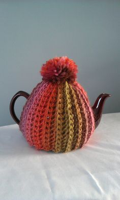 Ravelry: Project Gallery for Simple Tea Cosy pattern by Clare Collier Tea Cosy Knitting Pattern, Tea Cosy Pattern, Knitting Patterns Free, Crochet Patterns, Scarf Patterns, Free Knitting, Baby Knitting, Knitted Tea Cosies, Tea Blog