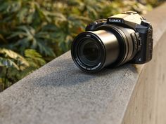 The Panasonic Lumix DMC-FZ2500/FZ2000 isnow the company's top superzoom, offeringthe majority of features from the mirrorless GH4. We spent some quality time with the FZ2500 andhave plenty to share. Read more