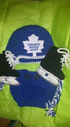 Leafs fans- newborn hat, skates and diaper cover. Makes a great photo prop! Available from The Vintage Ewe
