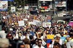 La marcha ha estado plagada de banderas venezolanas.