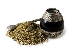 Drinking yerba mate is something that every tea enthusiasts should try. Once you try it, you'll want to know where to buy yerba mate - read on to learn Gout Remedies, Herbal Remedies, Natural Remedies, Green Tea Vs Coffee, Yerba Mate Tea, Detox, Weight Loss Herbs, Natural Sleep Aids, Matcha Green Tea