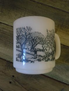 Milk glass Glass Bake coffee cup in perfect vintage condition