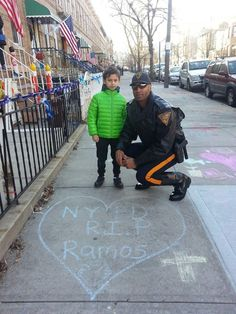 Officer Dion Colvin with Salvadore of New York City who drew this in honor of fallen NYPD Officer Rafael Ramos today. #THINBLUELINE #VPDSTRONG #NYPD