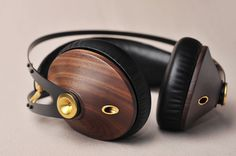 Antonio Meze, designer d'origine roumaine nous présente Meze 99 Classics, son nouveau casque audio haut de gamme entièrement démontable. Suite à une étude démontrant une durée de vie d'environ 2 ans pour un casque traditionnel à base de plastique, le designer avance une durée de vie de plus de 10 [...]