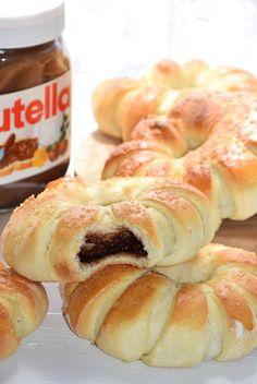 DROŻDŻÓWKI Z NUTELLĄ - Limonkowy - blog kulinarny Doughnut, Nutella, Shrimp, Meat, Desserts, Food, Bakken, Tailgate Desserts, Deserts