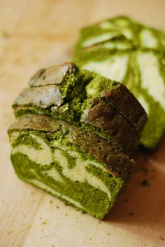 Japanese Matcha Tea Pound Cake_ 120 g butter (room temperature) 120 g sugar 120 g eggs (approximately 2 large, room temperature) 120 g flour 1 tsp baking powder 1 tbsp matcha (green tea powder Green Tea Dessert, Matcha Dessert, Matcha Cake, Baking Recipes, Dessert Recipes, Green Tea Recipes, Bolo Cake, Matcha Green Tea Powder, Asian Desserts