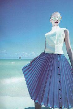 Yulia Lobova in Caribe Atomico shot by Randall Bachner forYo Dona España Nº 317