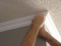 Best crown molding DIY tutorial Ive ever seen.i wish my honey had looked at this before he did the crown in the family room! - Easy Diy Home Decor Home Renovation, Home Remodeling, Diy Crown Molding, Crown Moldings, Molding Ideas, Moldings And Trim, Home Repairs, Home And Deco, Diy Home Improvement