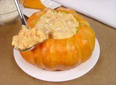 Tempo: 1h30Rendimento: 5Dificuldade: fácil Ingredientes: 1 moranga inteira (3kg) 3 colheres (sopa) de azeite 1 cebola em cubos 2 dentes de alho picados 800g de camarão médio limpo 2 tomates maduros sem pele e sementes em cubos 1 caixa de creme de leite (200g) Sal, pimenta-do-reino e cheiro-verde picado a gosto 1 xícara (chá) de […]