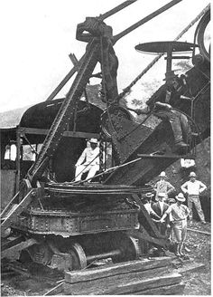 1906 US President Roosevelt visiting the Panama Canal construction site.