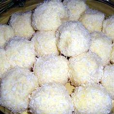 Raffaello golyók III. Sweet Desserts, Sweet Recipes, Clean Eating Sweets, Cookie Recipes, Dessert Recipes, Hungarian Recipes, Small Cake, Healthy Cookies, Almond Recipes