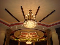 Disegn on pinterest salon marocain salons and moroccan for Decoration faux plafond avignon