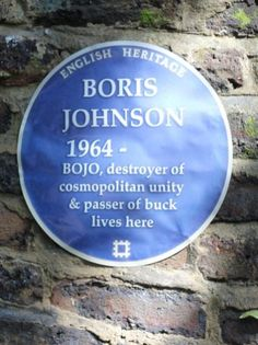 Protester puts blue plaque outside Boris' house to commemorate his 'destruction' - Politica Funny Political Memes, Political Quotes, Funny Cat Photos, Funny Pictures, Boris Johnson Funny, Brexit Humour, British Memes, Shattered Dreams