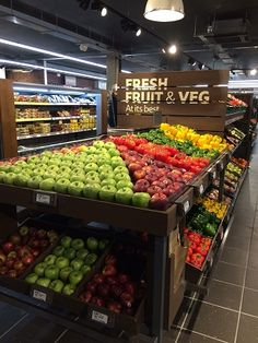 Store: Tesco Location: Queensway, Up West, That London Juice Bar Design, Produce Displays, Grande Distribution, Pallet Home Decor, Vegetable Shop, Supermarket Design, Classic House Design, Fruit Shop, Retail Merchandising