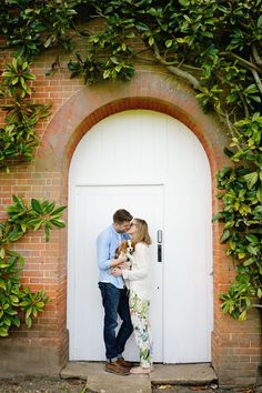 Mottisfont Abbey National Trust couples shoot by Lydia Stamps Photography
