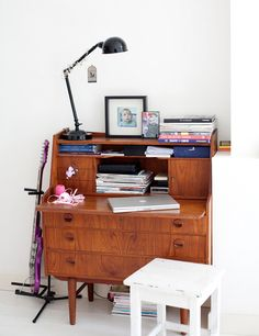 Workspace - want to find a desk like this for the fuuuuture guest bedroom~
