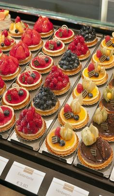 Lecker! Konditorei - tasty little tarts...