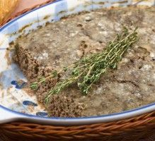 Recette - Terrine de sanglier ou chevreuil - Proposée par 750 grammes Mousse, Foie Gras, Belgium Food, French Food, Charcuterie, How To Dry Basil, Green Beans, Entrees, Buffet